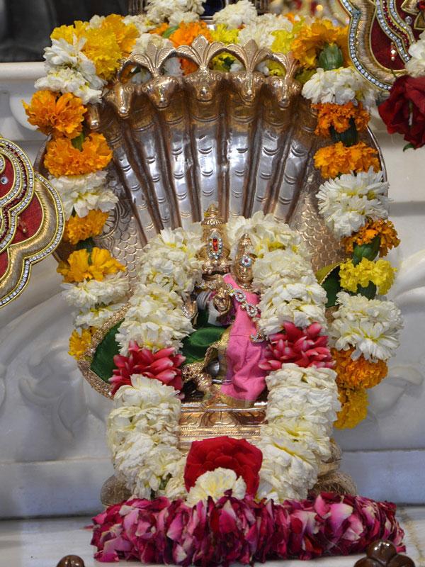 ISKCON Ahmedabad Deity Darshan 30 Mar 2016  (5)