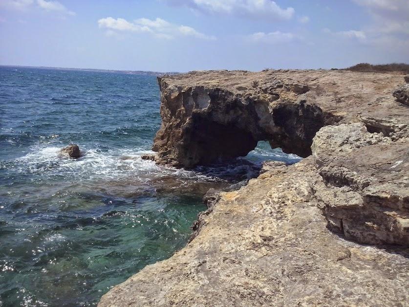 Risultati immagini per lo scoglio sul mare noto marzamemi