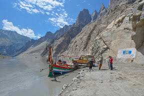 Loading and unloading on Attabad Lake