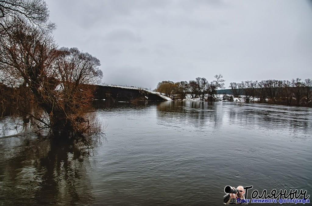 Вид с Мишневского моста. Летом речка не такая широкая