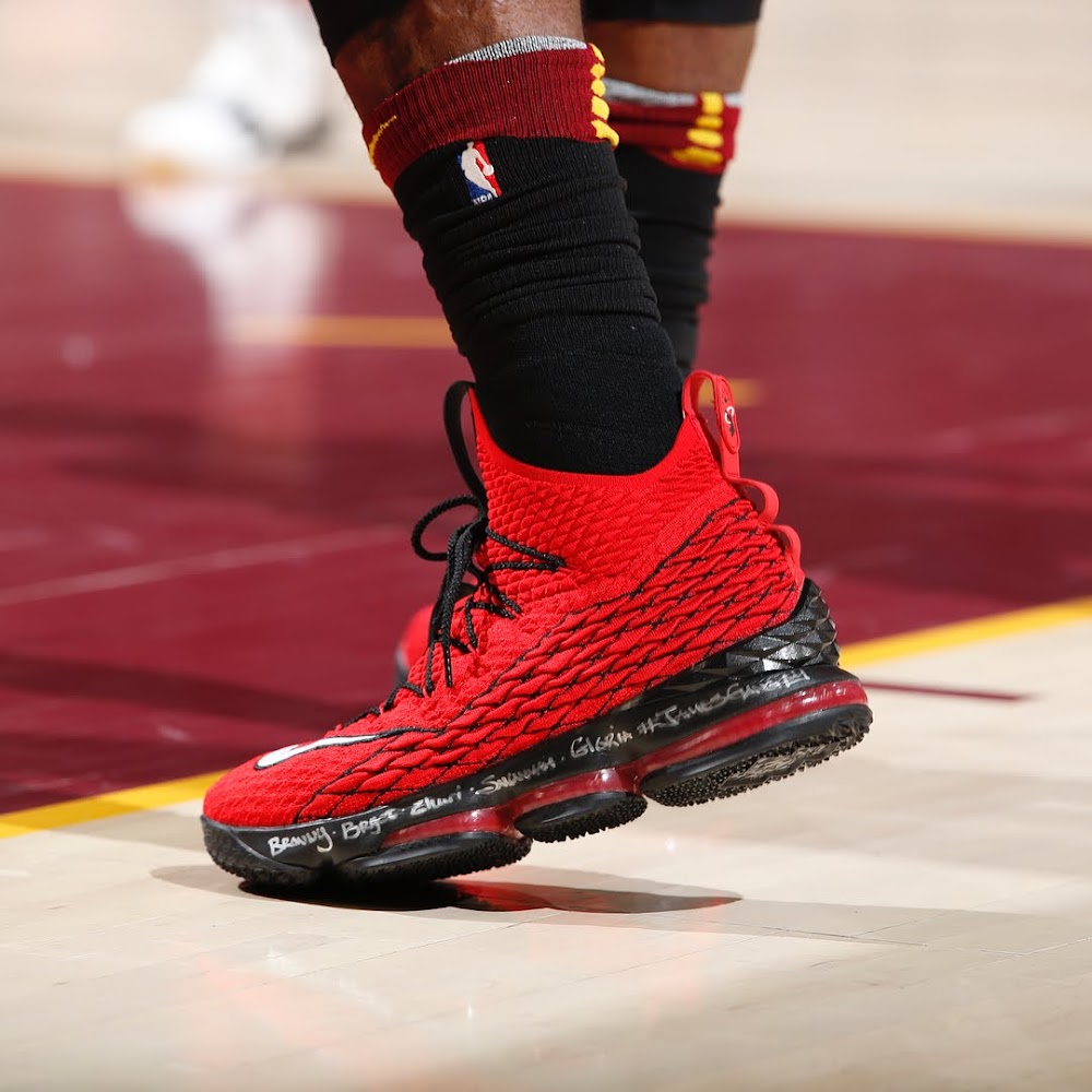 971296935eb0b ... LBJ Hit Another Game Winner in Nike LeBron 15 Griffey Pt 2 ...