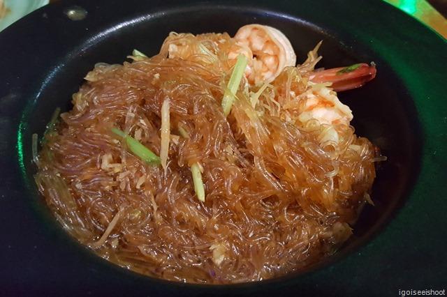 Fried rice noodles (tang hoon) with shrimps at Potjawan's Restaurant in Krabi