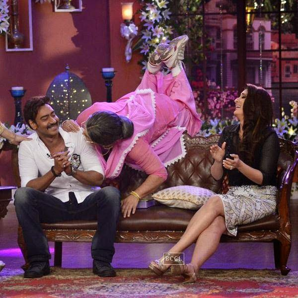 Ajay Devgn and Kareena Kapoor promote Singham Returns on the sets of the show Comedy Nights With Kapil, in Mumbai.   (Pic: Viral Bhayani)