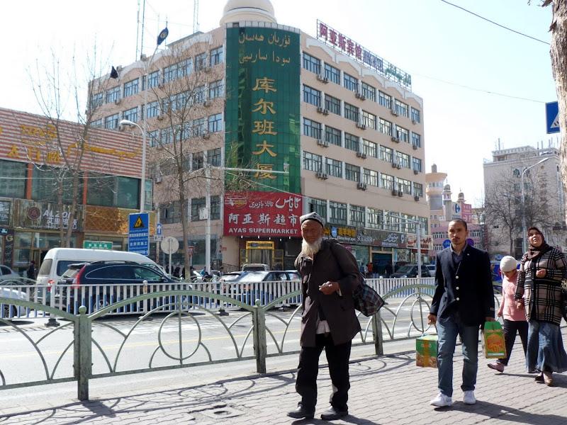 XINJIANG. Urumqi, Grand Bazar, 8 avril - P1270249.JPG