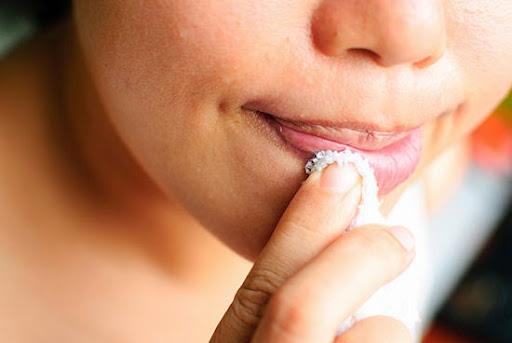 7 bước tô son để môi căng mọng - 3