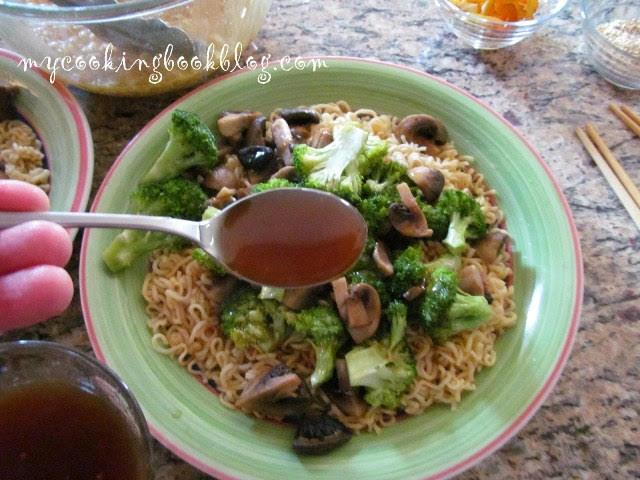 Зеленчуци стир-фрай (stir fry) с пилешки нудълс