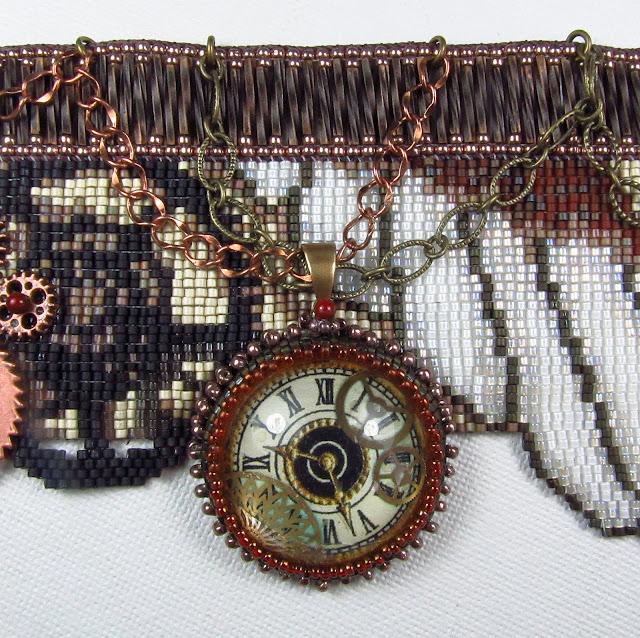 Бисерный браслет в стиле стимпанк, выполненный в технике бисерного ткачества, автор Эрин Симонетти (Eryn Simonetti)