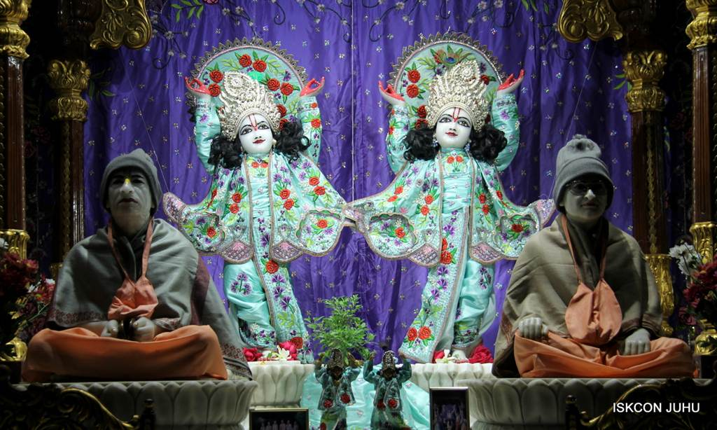 ISKCON Juhu Mangla Deity Darshan 17 Dec 2015 (9)