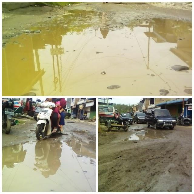 """""""Lurah Sinaksak Tak Pernah Peduli"""" Jalan Besar Simp. Sinaksak Berubah Jadi Kubangan Kerbau"""