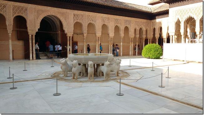 alhambra-granada-patio-dos-leoes