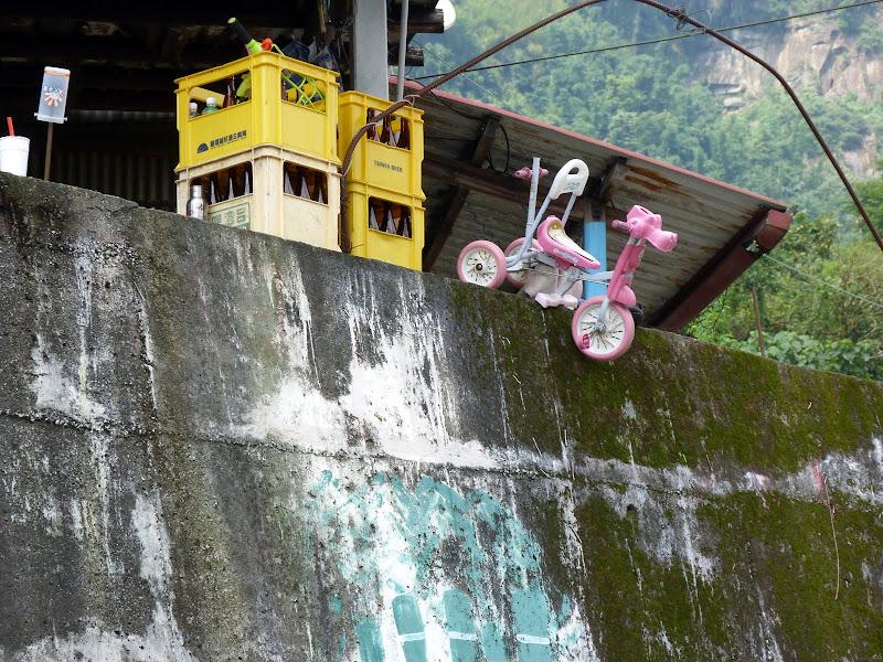 Shanmei, en scooter. J 16 - P1190146.JPG