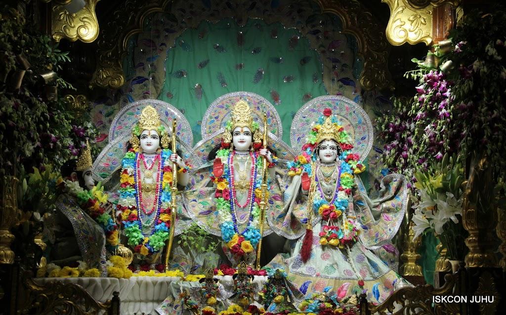 ISKCON Juhu Sringar Deity Darshan on 26th Aug 2016 (57)