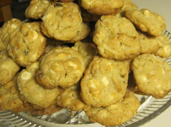 Kitty's White Chip Island Cookies With Walnuts
