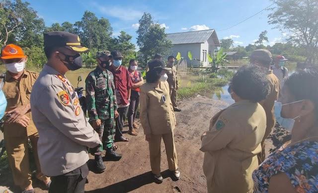 Bersama Kapolres, Bupati Pulang Pisau Serahkan Bantuan Korban Banjir di Kahayan Tengah