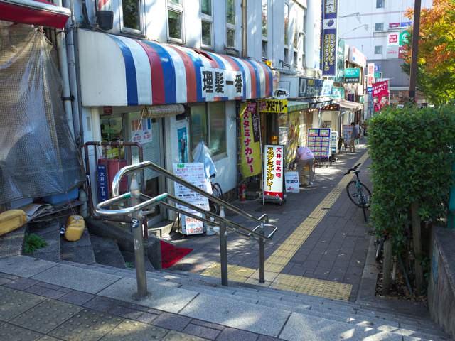大井町駅西口から牛八に向かう通路