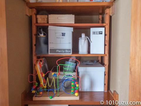 おもちゃ等を作った棚にしまったところ
