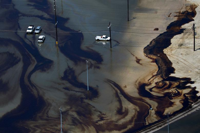 Aerial view of vehicles sitting amid leaked fuel mixed in with hurricane Harvey floodwaters in the parking lot of Motiva Enterprises LLC in Port Arthur, Texas. Photo: Adrees Latif / REUTERS