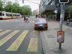 Sur le chemin du travail, avenue Henri-Dunand 3: Comme tous les matins, Furcy rencontre en à peine 100 mètres 3 obstacles sur la bande cyclable.
