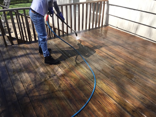 Power washing house and deck in Fairfield Connecticut