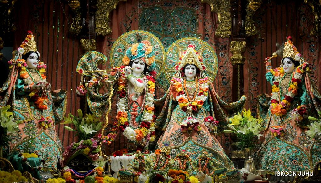 ISKCON Juhu Sringar Deity Darshan on 21st Oct 2016 (23)