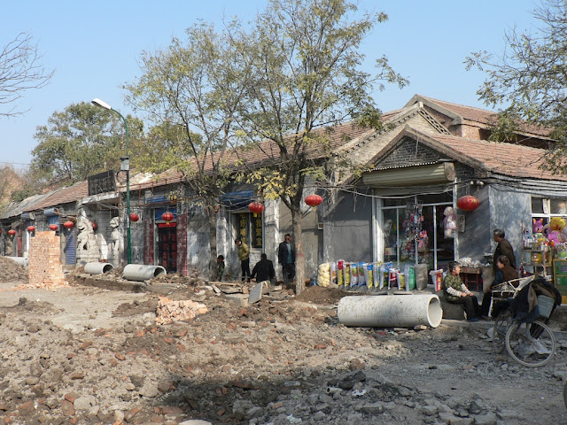 large concrete tools on the sidewalk next to a road construction site at the Zhongshan Main Street in the Shangqiu Ancient City (商丘古城)