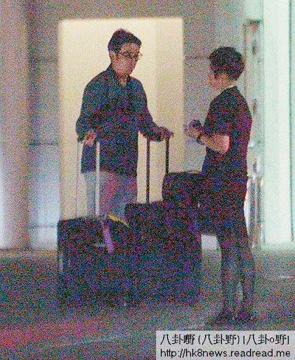 任職國泰資深空姐的劉太,雖然已經屬主管級,仍需上機執勤,老公親自駕車送返工,冧曬。