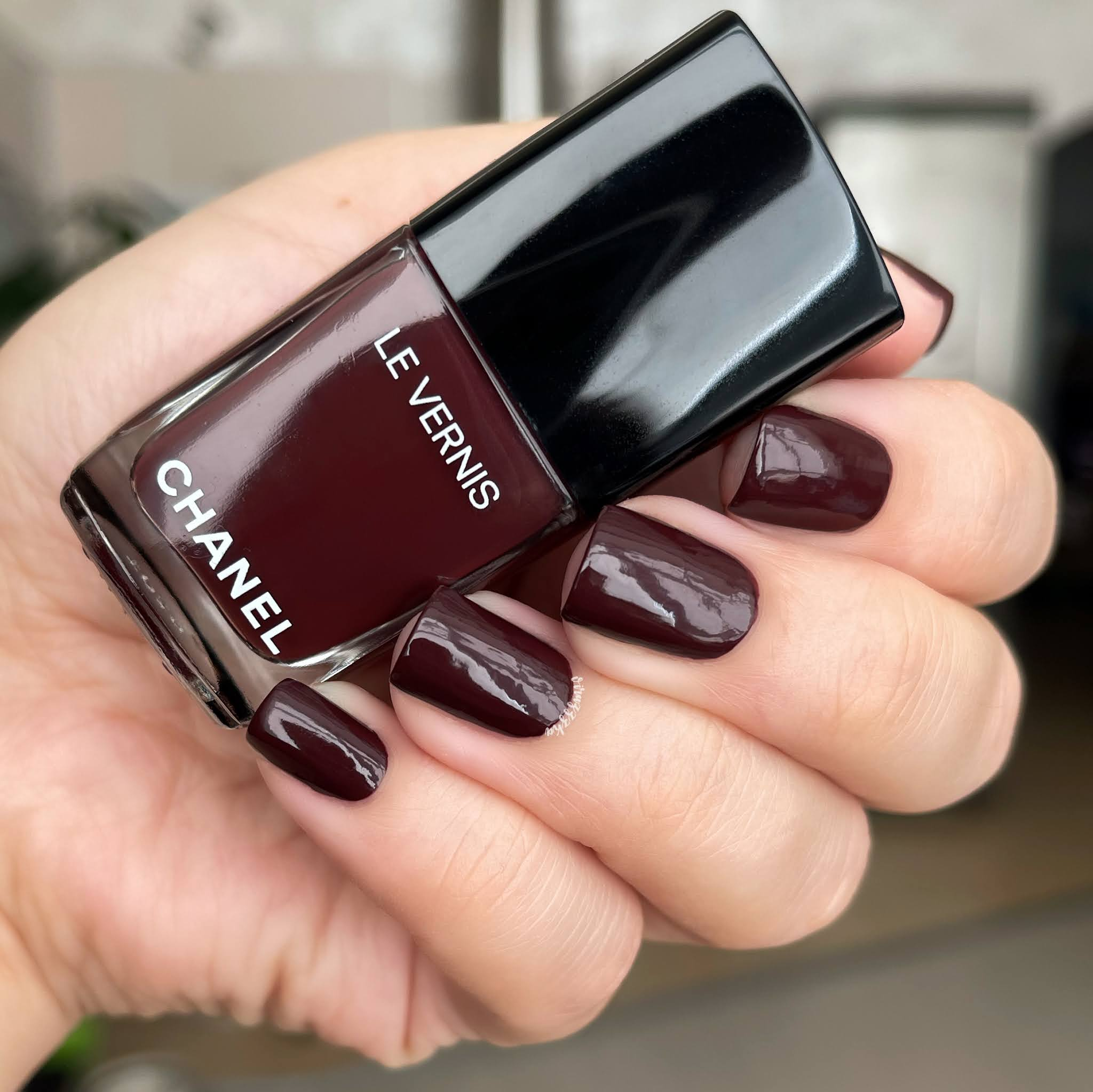 Chanel Rouge Brun 907 burgundy nails fall manicure review