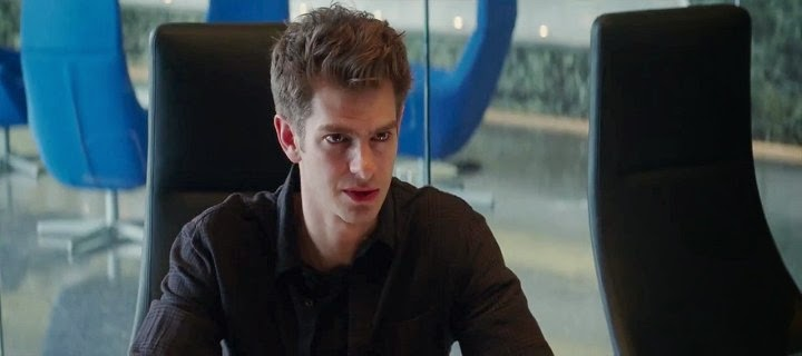 Screen Shot Of Hollywood Movie The Amazing Spider-Man 2 (2014) In Hindi English Full Movie Free Download And Watch Online at Alldownloads4u.Com