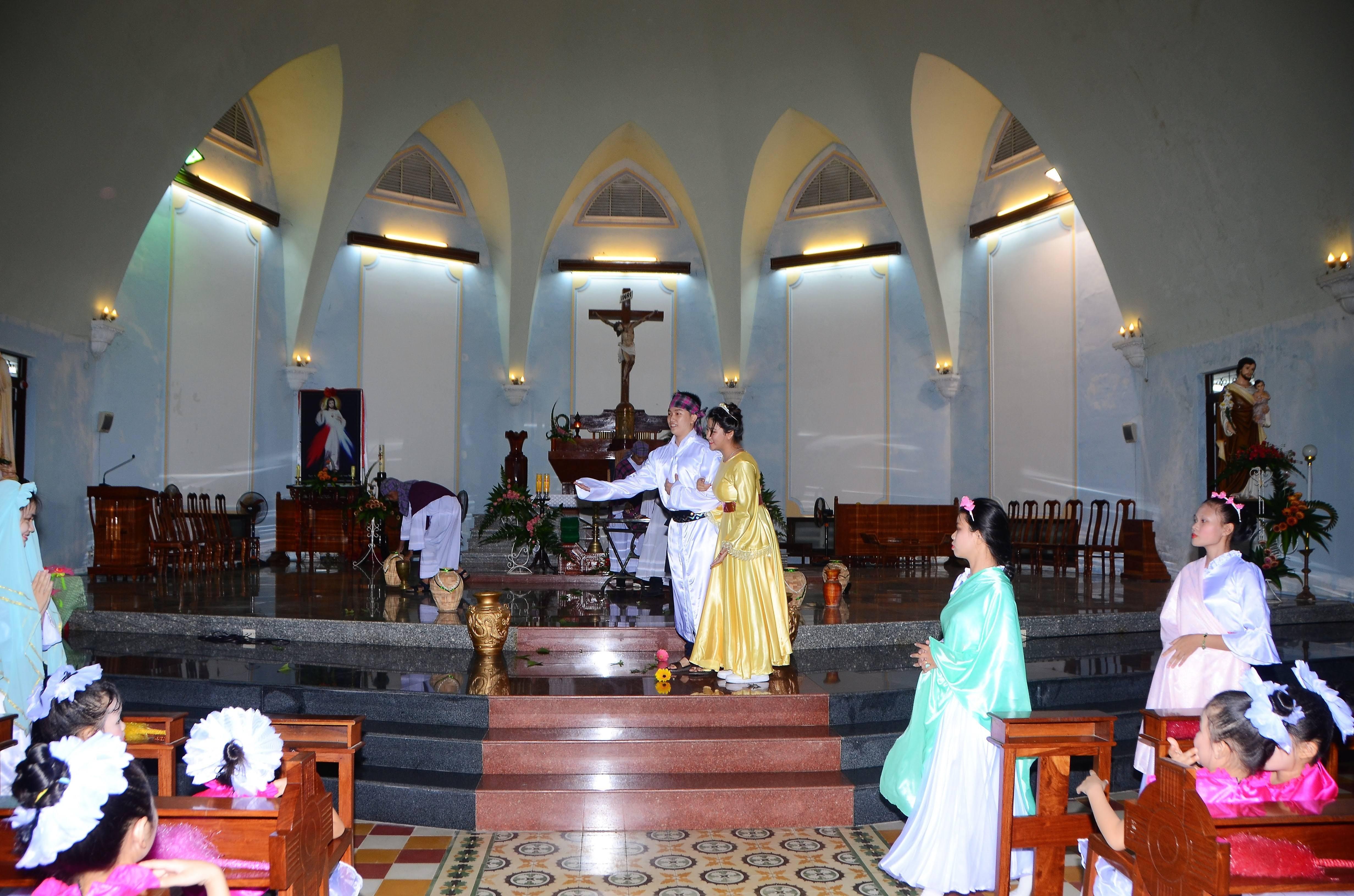 Giáo xứ Tuy Hòa tôn vinh Đức Mẹ cuối tháng hoa