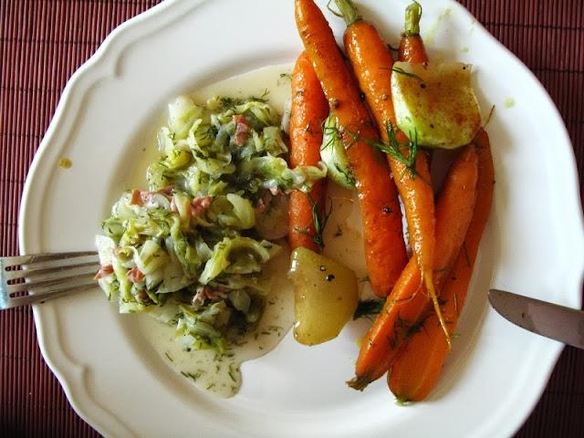 Pieczona marchewka z młodą kapustą
