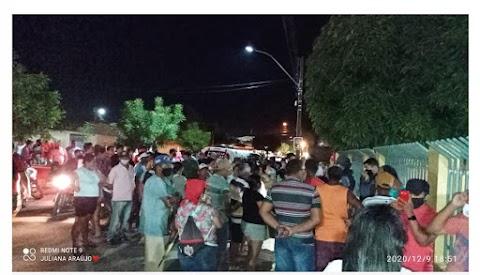 Moradores de Santa Quitéria reagem e impedem sessão 'arranjada' para cassar mandato da prefeita Ana Cláudia