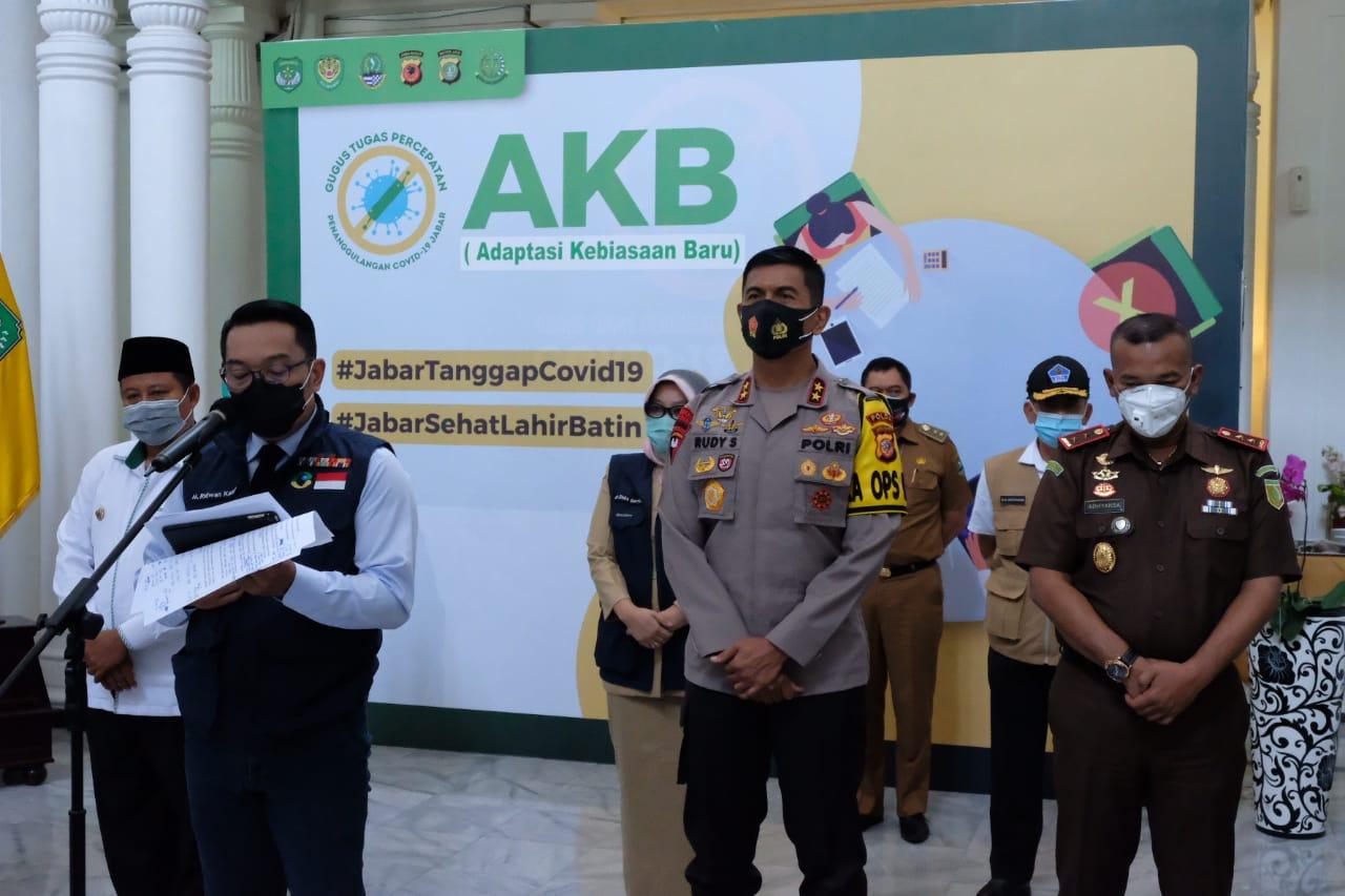 Kapolda Jabar Bersama Gubernur Jabar Rapat Gugus Tugas Percepatan Penanganan Covid-19 di Jawa Barat