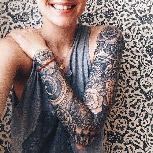 perfeito_este_floral_luva_cheia_de_tatuagem