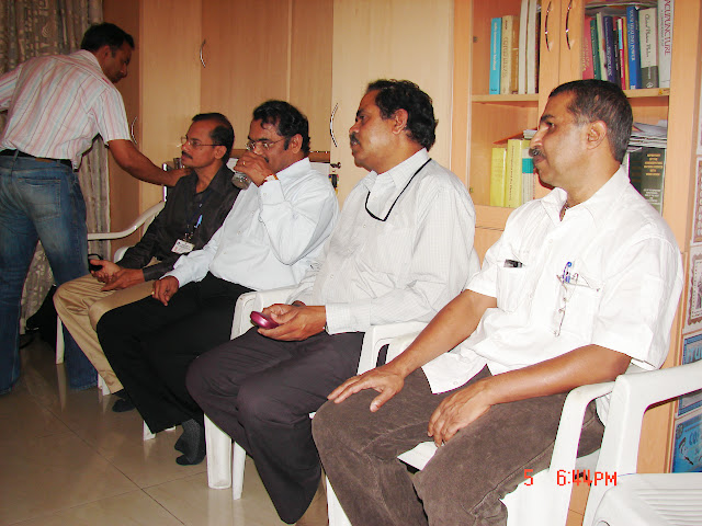 Demonstration of Amateur Radio Satellite communication to Mr Annadurai and Mr Raghavamurthy - DSC00137.JPG