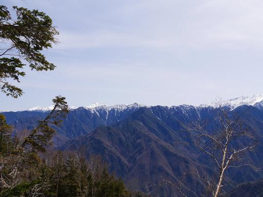 左から北岳・間ノ岳・塩見岳・小河内岳など