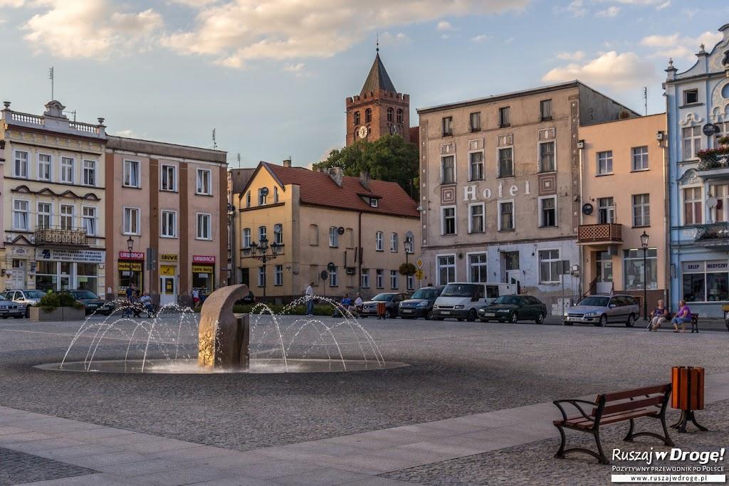 Fontanna na rynku w Nowem