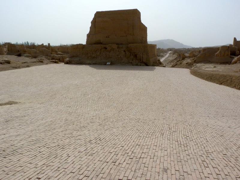 XINJIANG.  Turpan. Ancient city of Jiaohe, Flaming Mountains, Karez, Bezelik Thousand Budda caves - P1270815.JPG