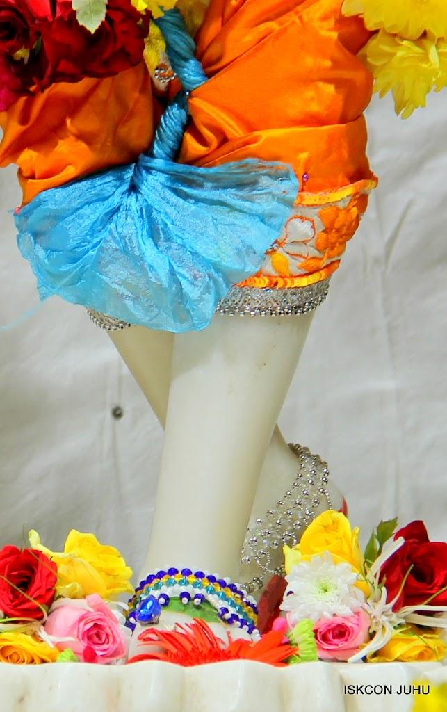 ISKCON Juhu Sringar Deity Darshan on 11th Aug 2016 (46)