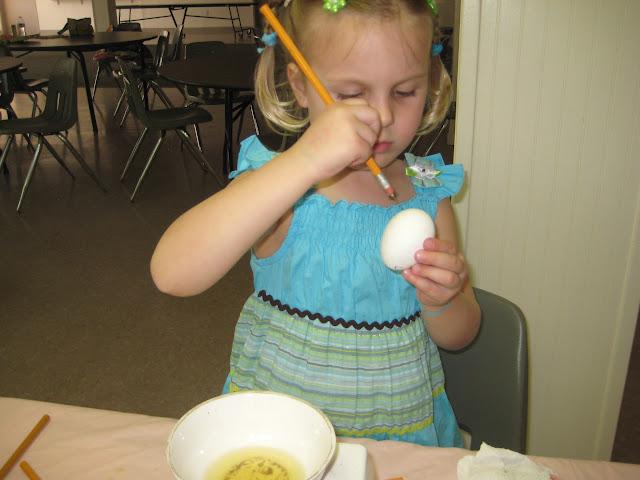 4.16.2011 Dekorowanie jajek goracym woskiem PISANKI. Zdjecia E. Gürtler-Krawczyńska, W.Zabnienski - IMG_7810.JPG