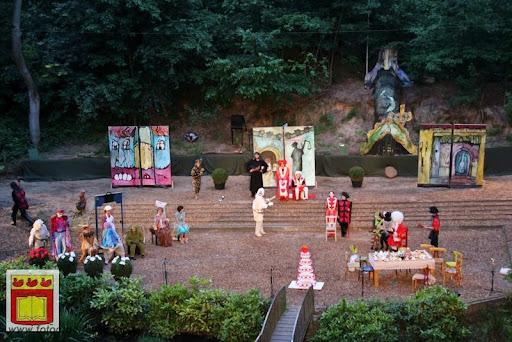 Alice in Wonderland, door Het Overloons Toneel 02-06-2012 (71).JPG