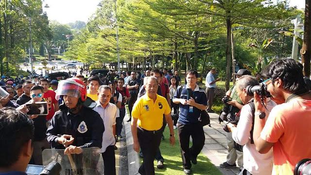 Heavy police presence at Tugu Negara and Parliament