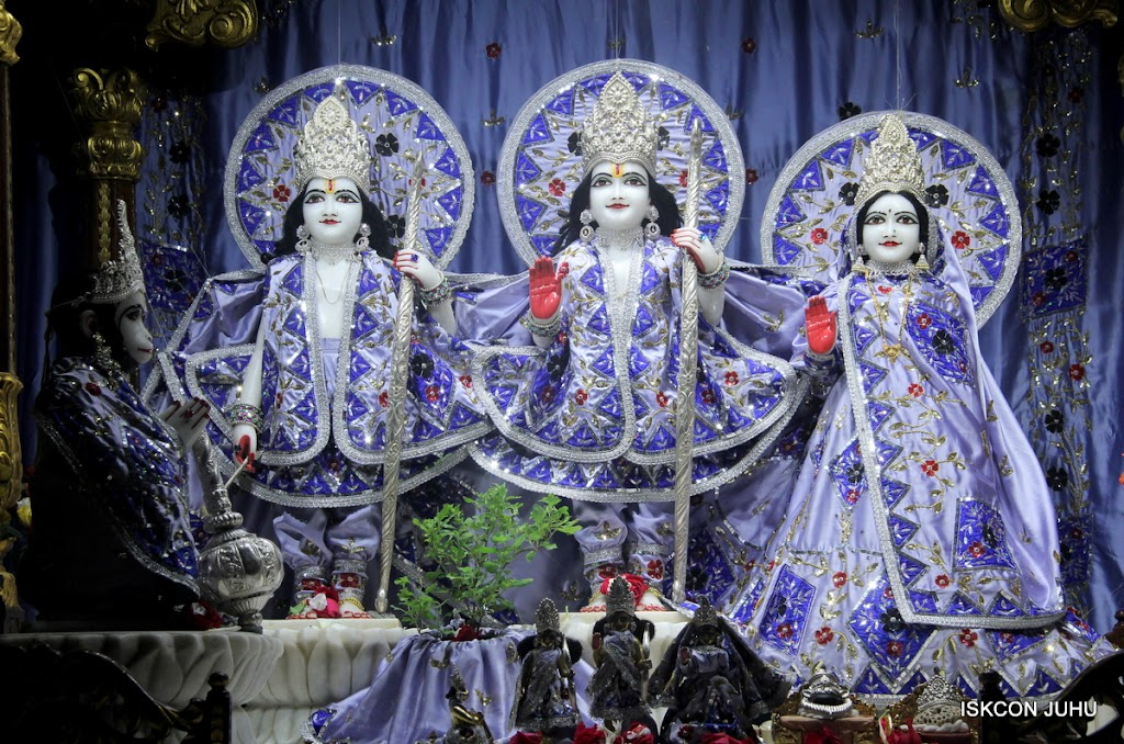 ISKCON Juhu Mangal Deity Darshan on 7th July 2016 (4)