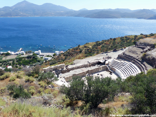 teatro-ruinas-milos.JPG