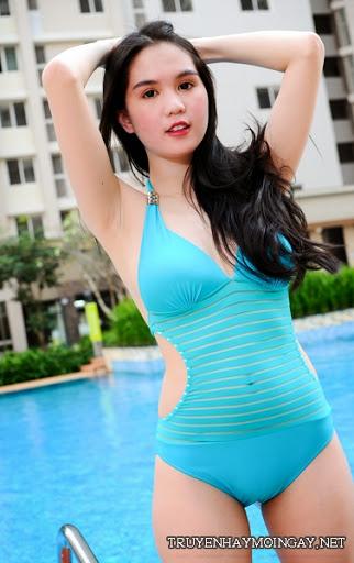 Ngắm Ảnh Đẹp Ngọc Trinh Hấp Dẫn Với Bikini Màu Xanh