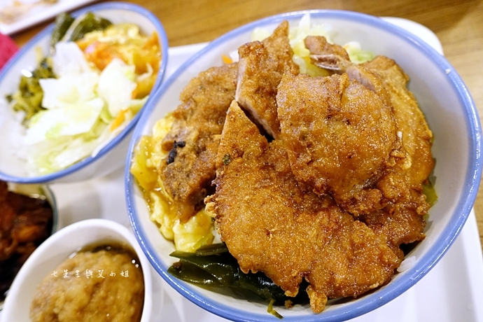 10 板橋古早味美食成昌食堂排骨飯獅子頭飯焢肉飯