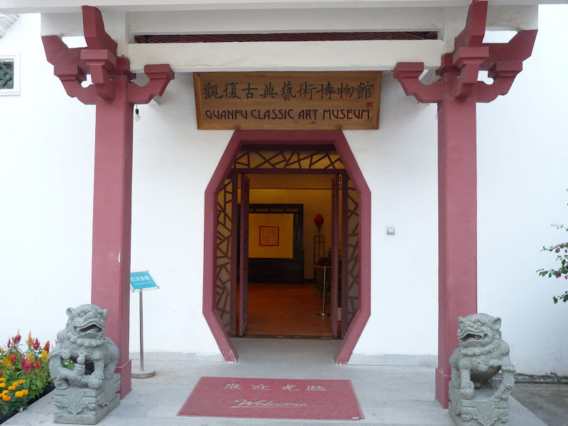 Des meubles époque Ming extraordinaires, pas de photos,pas de livre ...