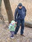 С нашим папочкой прогуливаемся вдоль бережка...