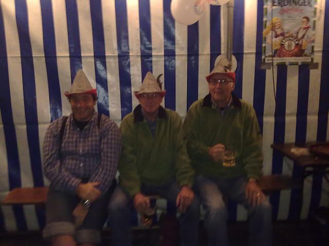 2011-10-08 Oktoberfest van C.V. De Stappers - Wie%2Bvan%2Bde%2B3%2B-%2BWilt%2Bde%2Bechte%2BBert%2Bopstaan.jpg