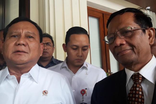Polemik Natuna, Rocky Gerung: Prabowo Paham, Mahfud MD Ngaco
