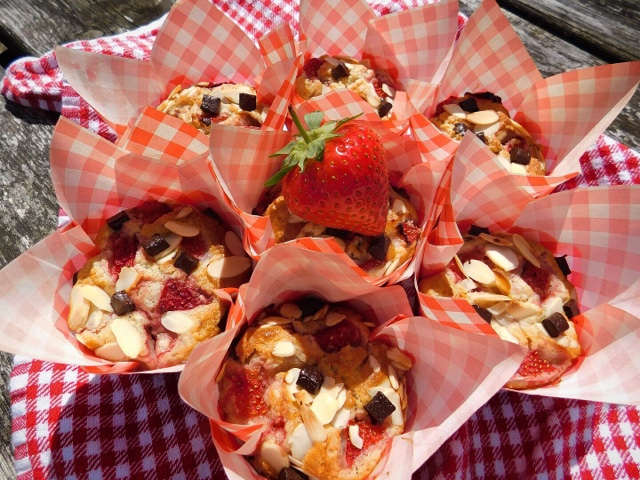 Strawberry Almond And Chocolate Chip Muffins Foodie Quine